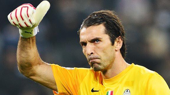 Buffon y Chiellini renuevan con Juventus