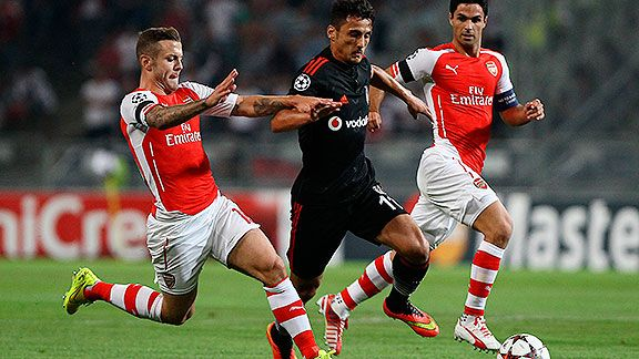 Arsenal no pudo en Turqu�a y define en casa