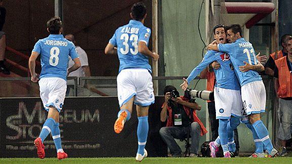 Ag�nico triunfo de Napoli ante Genoa