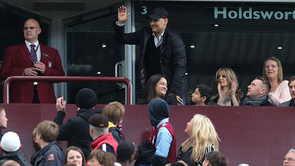 Stiliyan Petrov stands wave Villa Park