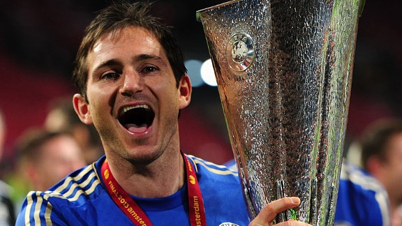 franklampardholdseuropaleaguetrophy 576x324 - Lampard signs new one-year deal