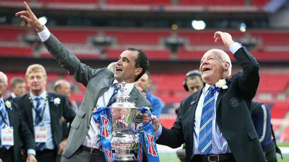Roberto Martinez FA Cup trophy lift