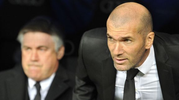 Zinedine Zidane with Carlo Ancelotti in background