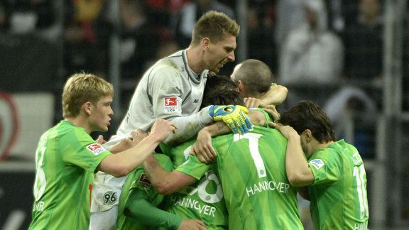 Hannover players celebrate their victory in Frankfurt.