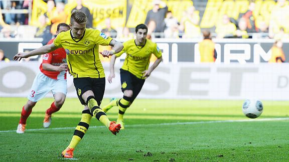 Marco Reus scores from the spot to put Dortmund 4-2 up at home to Mainz and secure all three points.