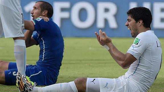 Luis Suárez negó morder Chiellini en la carta de la defensa a la FIFA