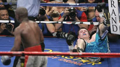 http://assets.espn.go.com/photo/2007/1208/mayweather_hatton3_412.jpg