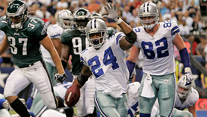 Marion Barber rushes for a 1-yard touchdown run in the fourth quarter