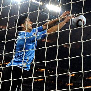 2010 FIFA World Cup Thread: - Page 23 Soc_g_suarez_sy_300