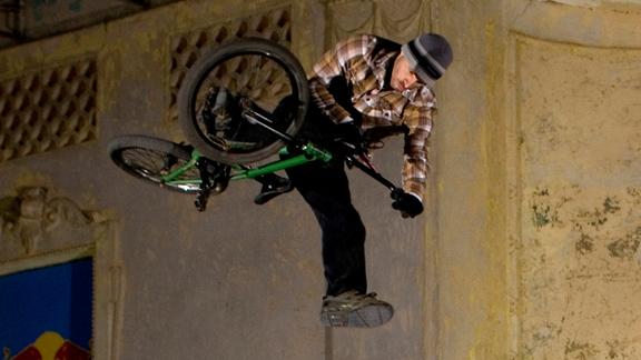 http://assets.espn.go.com/photo/2010/0920/as_bmx_foster_110.jpg