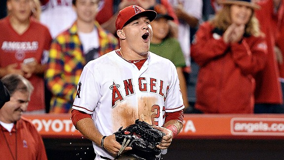 mike-trout-batea-para-el-ciclo-y-angelinos-dan-paliza-a-marineros-video
