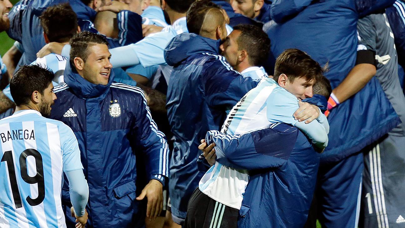 Carlos Tevez defends Lionel Messi against Argentina critics